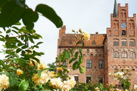 Egeskov Castle - H. C. Andersen and gardens